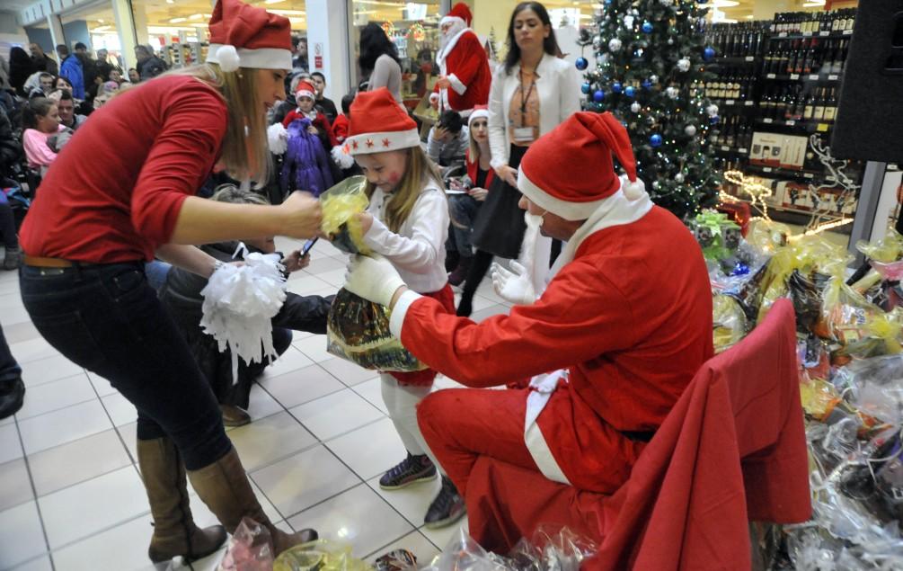 Podijelili 182 paketića za djecu iz Centra Vladimir Nazor
