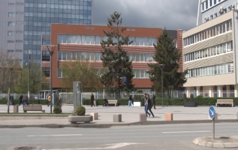 PRIŠTINA Na ured predsjednice Kosova bačen Molotovljev koktel