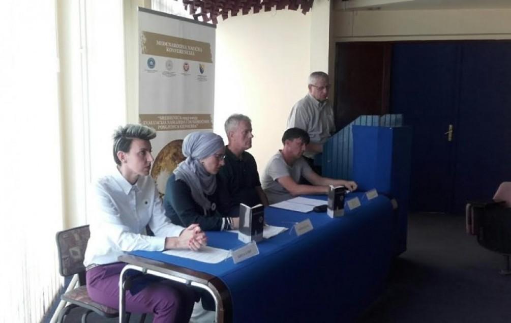"""SREBRENICA Promovisani knjiga i predstava """"Srebrena krv"""""""