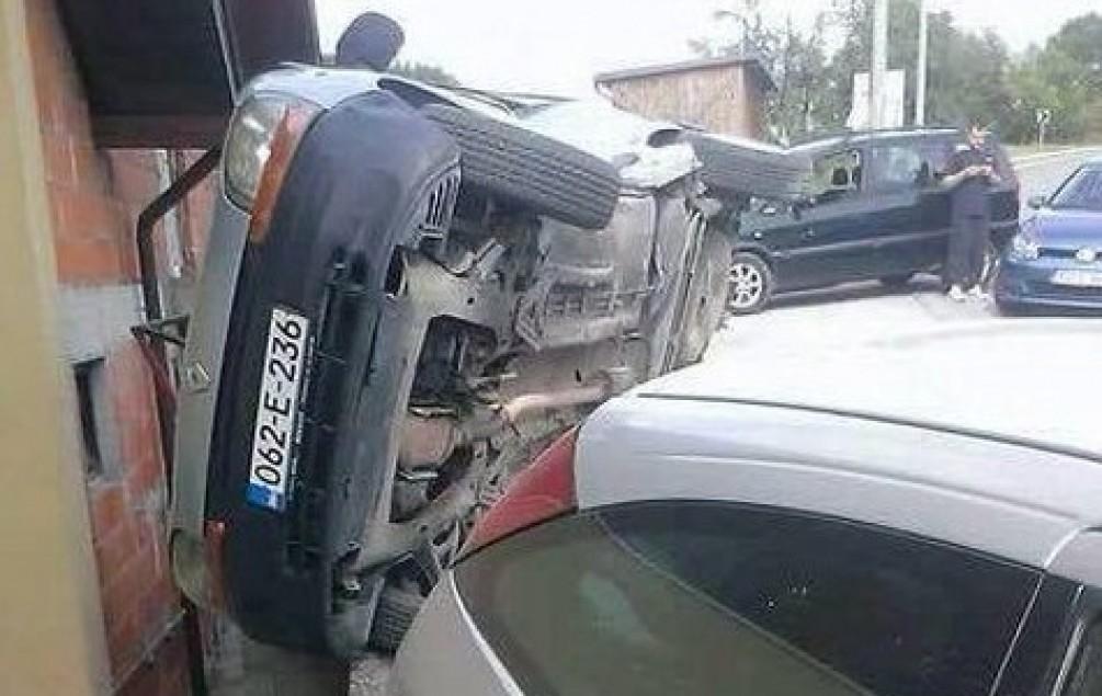 UDES KOD CAZINA: Sudarila se tri vozila, tri osobe povrijeđene