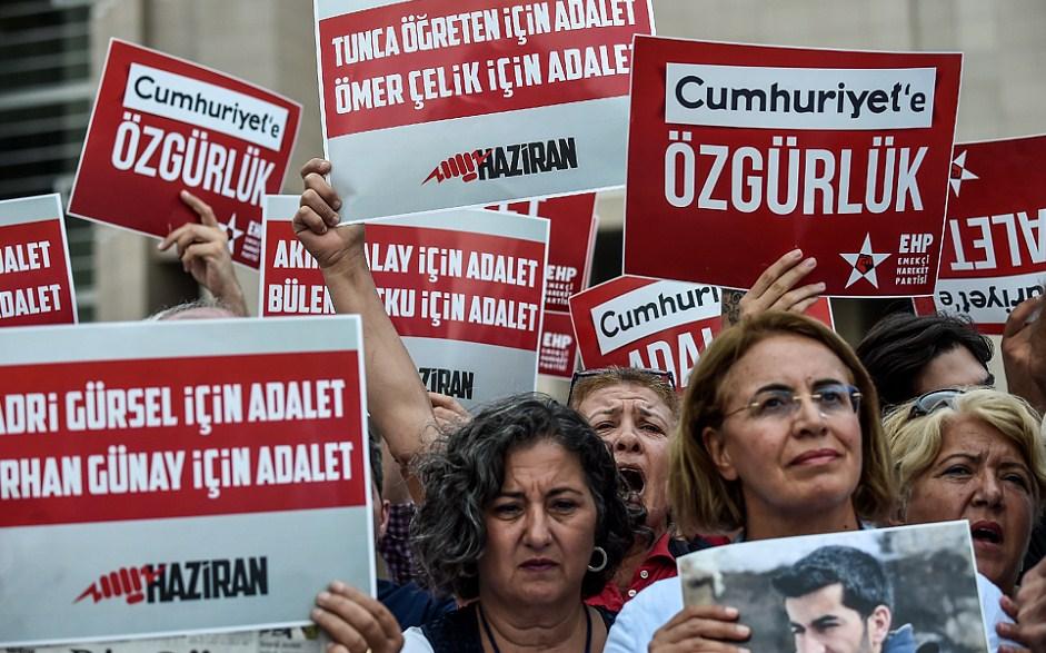 TO JE ZA ERDOGANA SITNICA: U Turskoj uhapšeno još hiljadu osoba