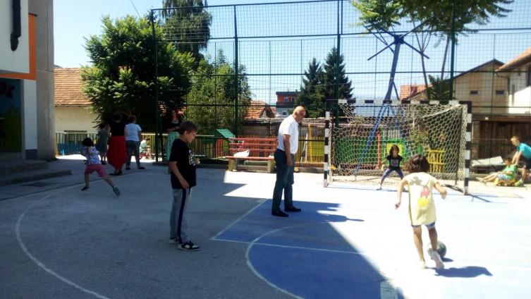 Direktor Đurđević često igra fudbal s djecom