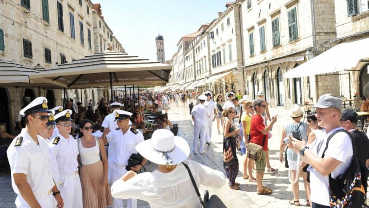 Dubrovnikom se ne može proći od brojnih turista