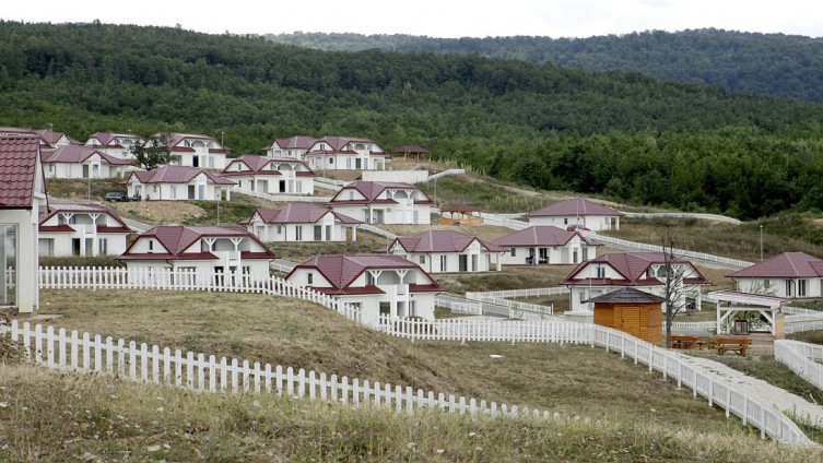 Popovići kod Ilijaša: Izgrađeno 60 kuća (Foto: S. Saletović)
