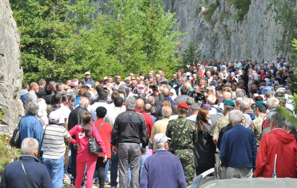 Obilježena 25. godišnjica zločina na Korićanskim stijenama: Za jednog ubijenog logoraša zločinci su dobijali 10 mjeseci zatvora!