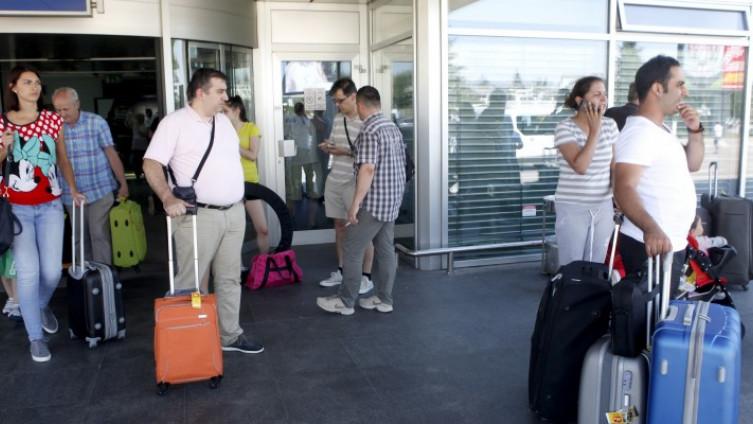 Od 1996. godine čak 150.000 mladih napustilo je BiH, a 76.065 građana odreklo se bh. državljanstva
