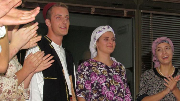 Avdo zaprosio Rabiju uz ovacije oduševljene publike i kolega
