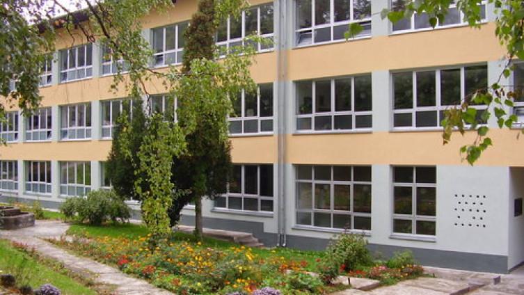 """Osnovna škola """"Vuk Karadžić"""" u Vlasenici"""