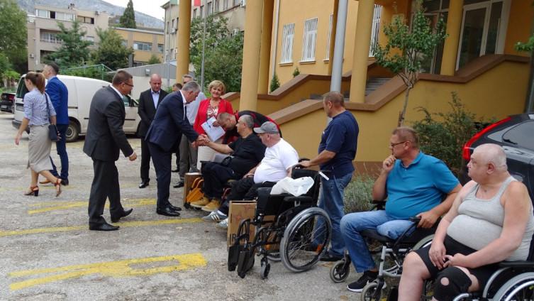 S jučerašnjeg uručenje kolica u Mostaru