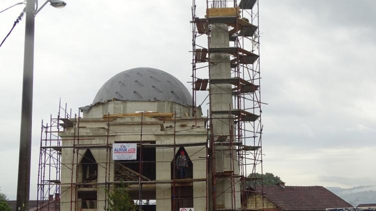 Džamija s kupolom neodoljivo podsjeća na sarajevsku Alipašinu