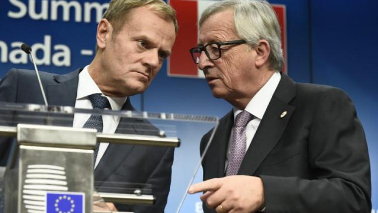 Makron i Junker Foto: AFP