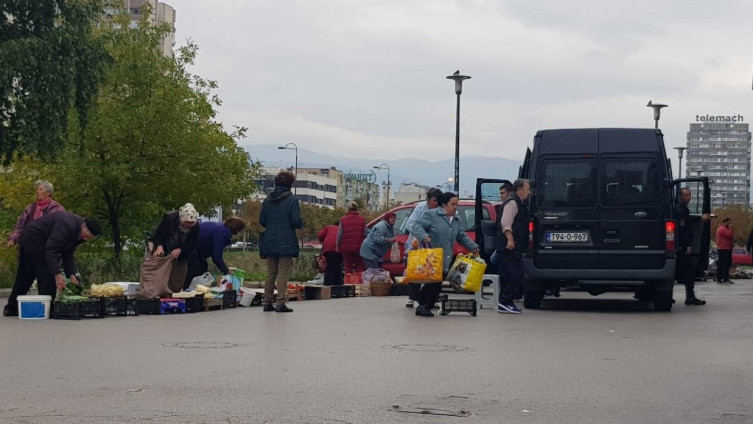 "Pijaca ""Otoka"": Prodavači bježali glavom bez obzira (Foto: D. Pašalić/Avaz.ba)"