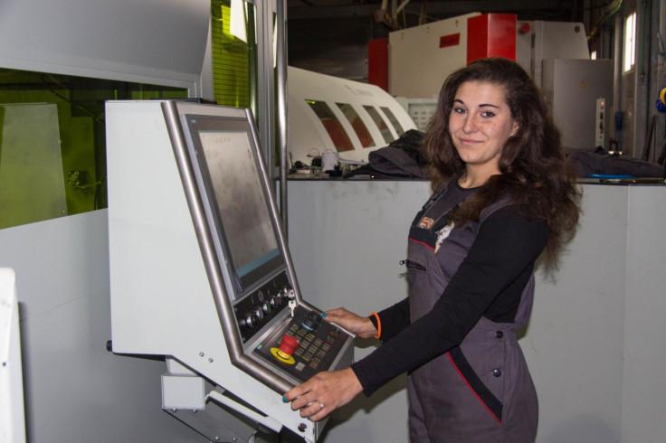 Aleksandra Kutlača za mašinom
