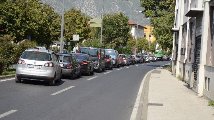 """Najveće gužve zabilježene na raskrsnici kod hotela """"Ero"""" te na mostarskom Bulevaru (Foto: Ž.   Miličević)"""