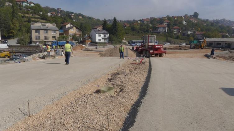 U toku izgradnja kružnog toka u ulici Safeta Zajke (Foto: F. Fočo)