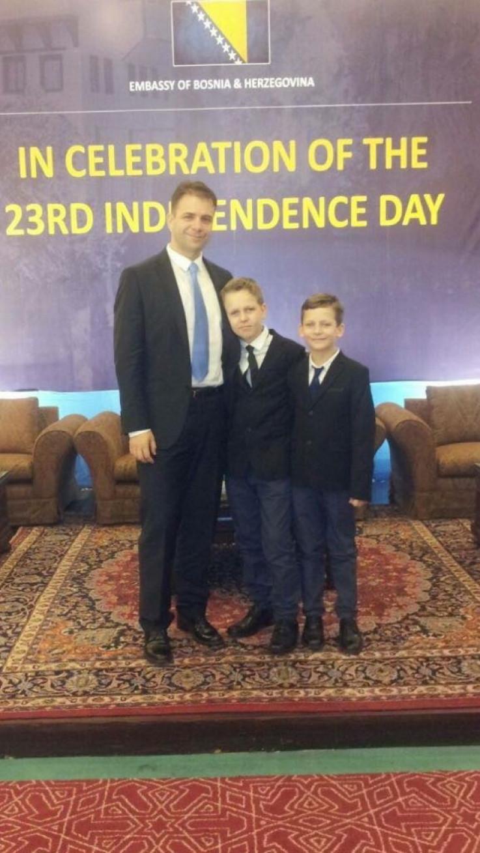 Ambasador Makarević sa sinovima
