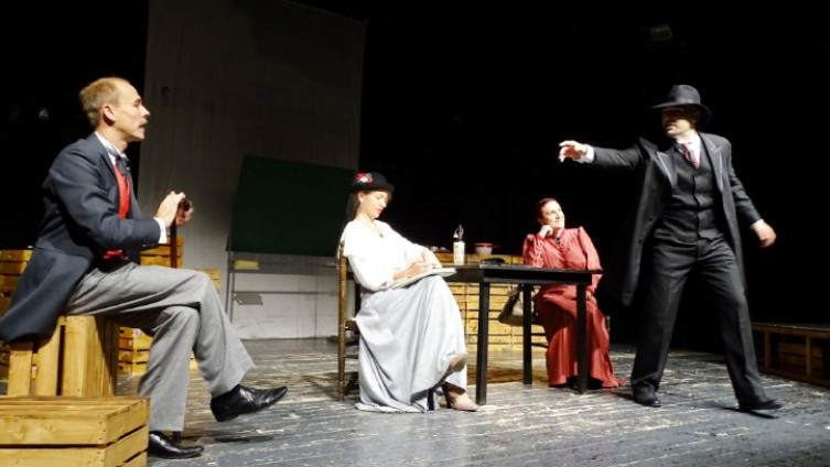 Scena iz retro predstave koja govori o građanima s kraja 19. stoljeća