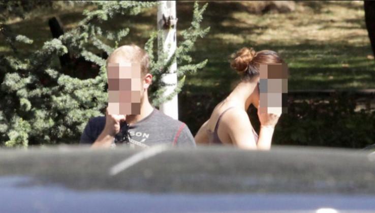Slike s lica mjesta iz avgusta ove godine: Amerikanka u Sarajevu privedena zbog srednjeg prsta Izetbegoviću