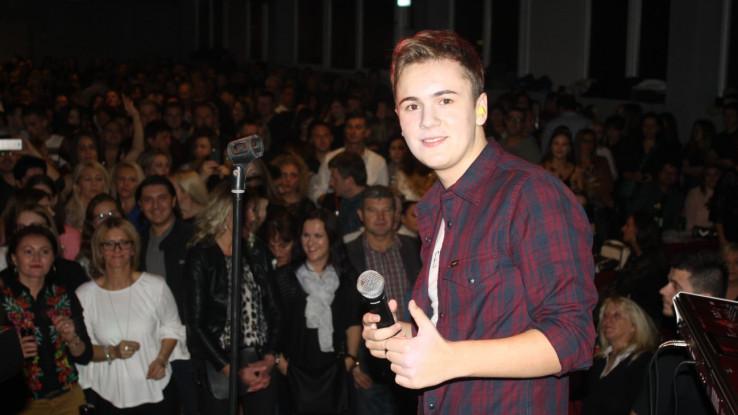 Ovaj 16-godišnji pjevač već ima armiju fanova u dijaspori