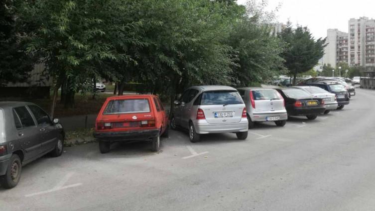 Neregistrirana vozila godinama zauzimaju javne površine