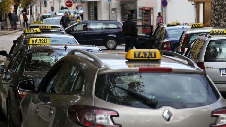 Taksisti će biti raspoređeni na više stajališta u gradu