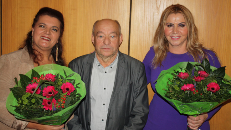 Ibrahim Omerović poklonio cvijeće Samiri i Zlati   (Ibrahim Omerović poklonio cvijeće Samiri i Zlati)