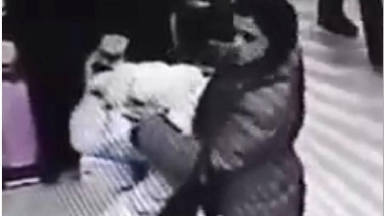 Djevojka snimljena u krađi