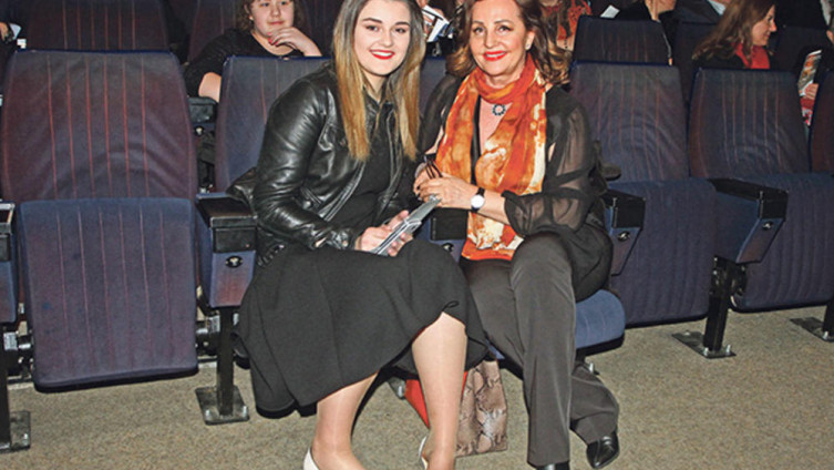 Ana Bekuta zaposlila unuku kao ličnu šminkerku