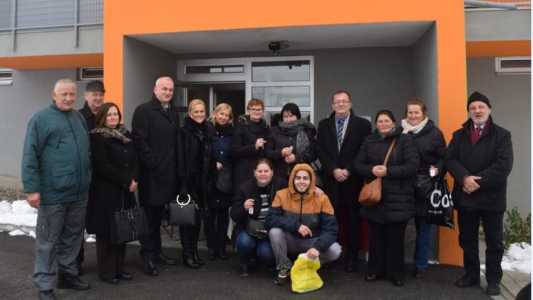 Porodice ispred nove zgrade: Iz budžeta izdvojeno 581.000 KM
