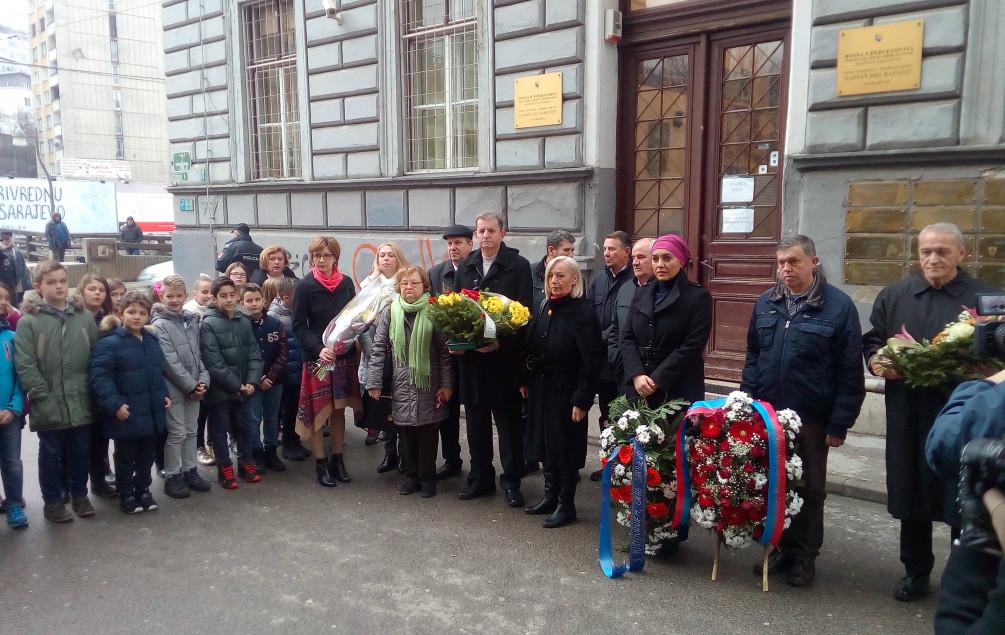 """Ispred OŠ """"Safvet-beg Bašagić"""": Obilježena godišnjica stradanja osmero ubijenih Sarajlija"""