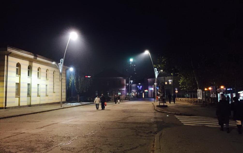 Ukrašavanje zeničkih ulica pred novogodišnje praznike: 10.000 KM za postavljanje starih ukrasa
