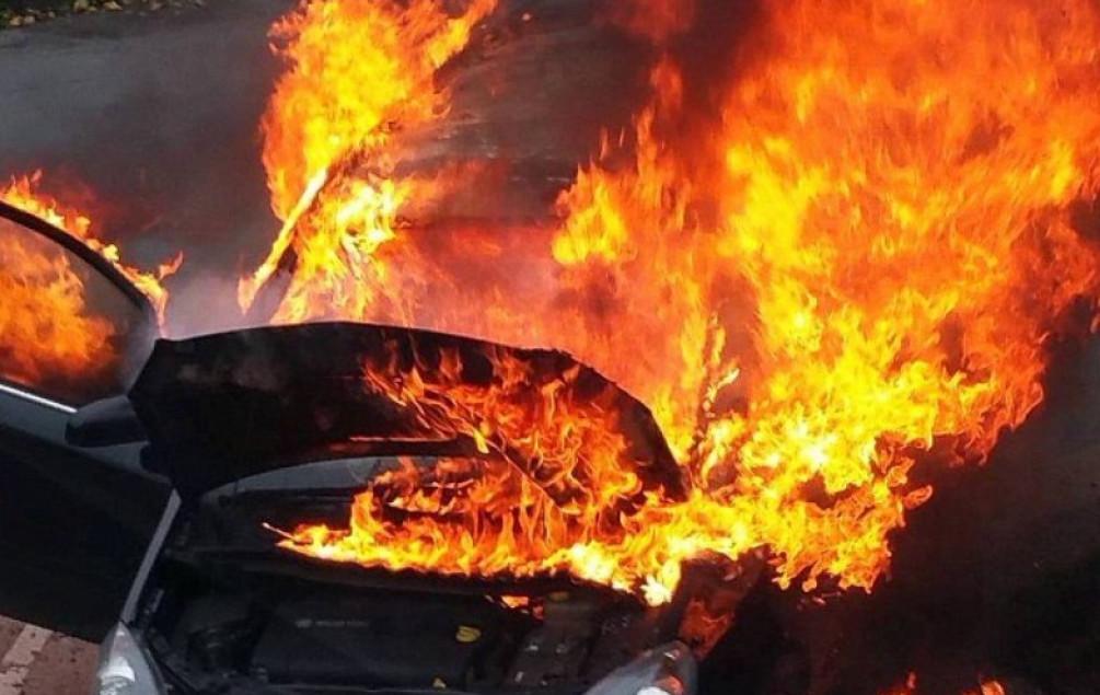 Sarajevo: Automobil se zapalio tokom vožnje