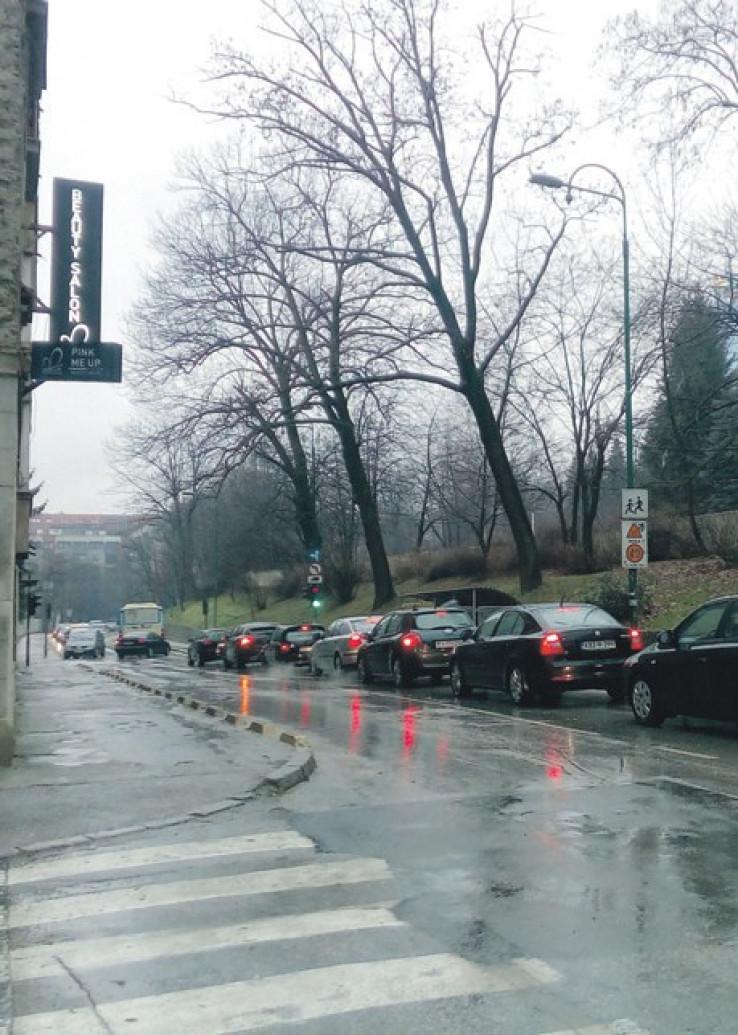 Česte gužve i na semaforu u Kranjčevićevoj ulici