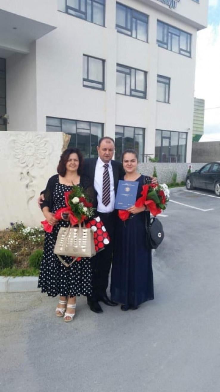 Kazafer i Azira Bečić sa kćerkom