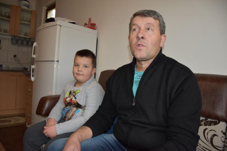 Senad Alaim sa sinom Asmirom iz sela Vraneši: Otjerale su ih poslijeratna nebriga i nepravda