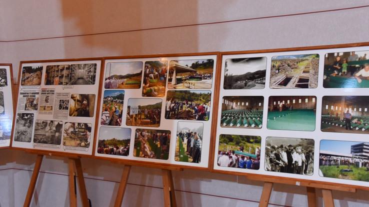 U okviru ove međunarodne naučne konferencije upriličeno je i razgledanje izložbe fotografija posvećene genocidu u Srebrenici
