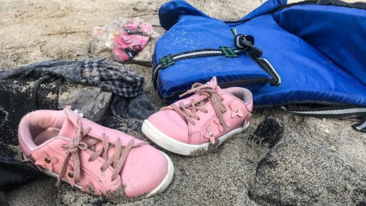 More izbacilo lične stvari migranata