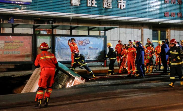 Spasioci tokom izvlačenja autobusa - Avaz, Dnevni avaz, avaz.ba