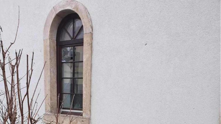 Razbijeni prozori na Čaršijskoj džamiji