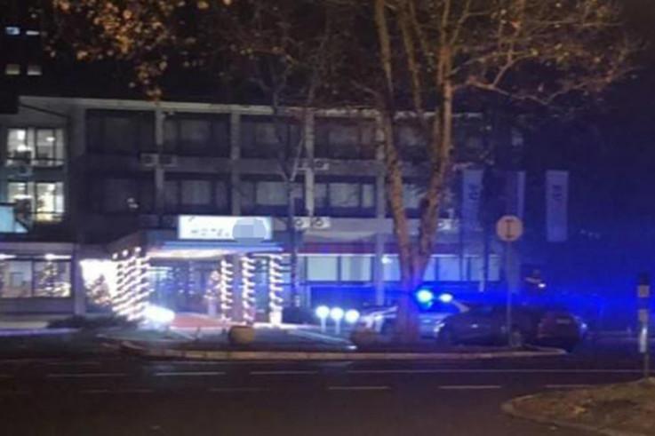 Policija ispred hotela - Avaz, Dnevni avaz, avaz.ba