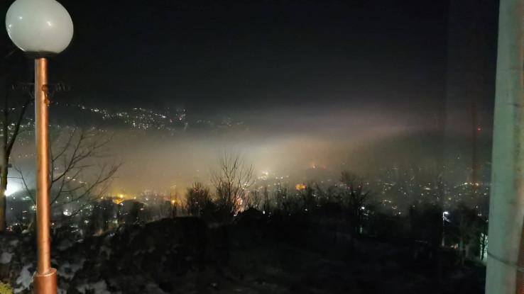 Pogled na Sarajevo u magli