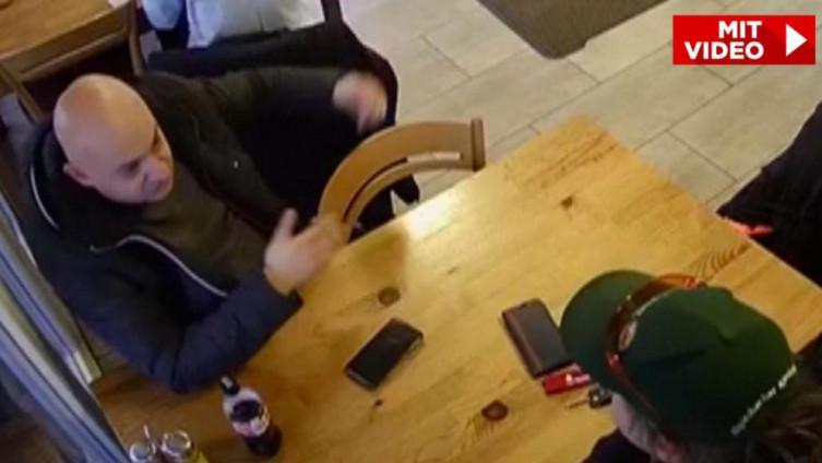 Šerif (lijevo) s Berndom u restoranu