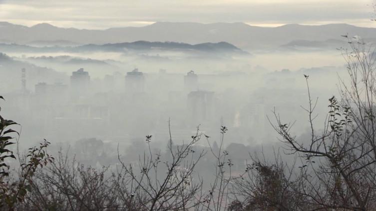 Indeks kvaliteta zraka u Tuzli u 14 sati iznosio 213