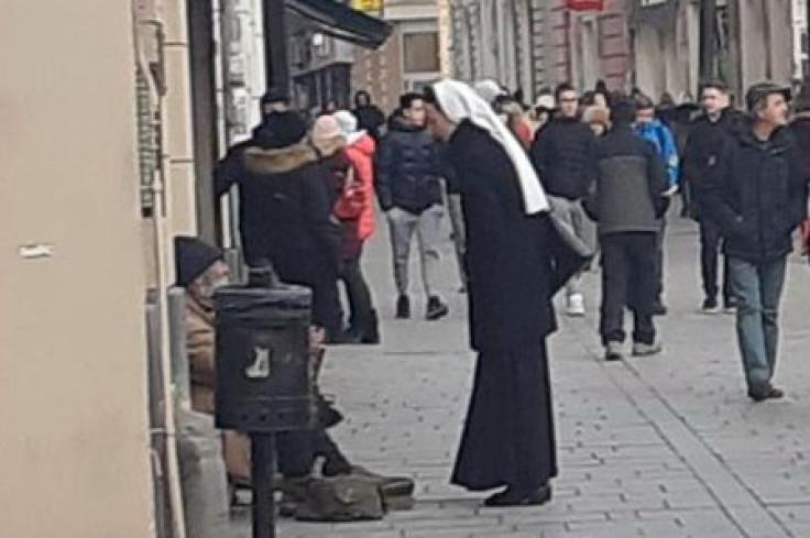Gest časne sestre koja je pokazala humanost prema beskućniku