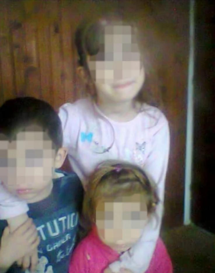 Stradala djeca sa starijom sestrom