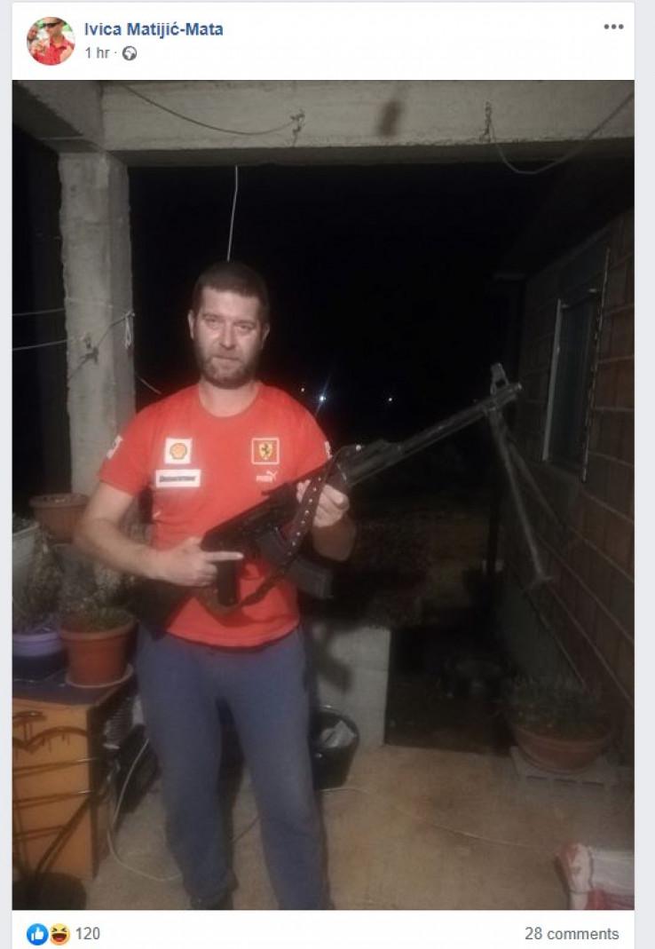 Ivica Matijić: Pozirao s mitraljezom