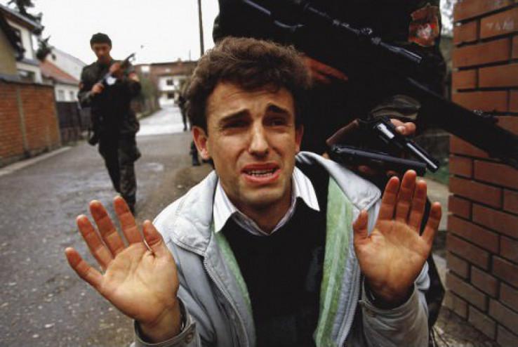 Arkanovi zločinci ubijali su ljude u Bijeljini na ulici