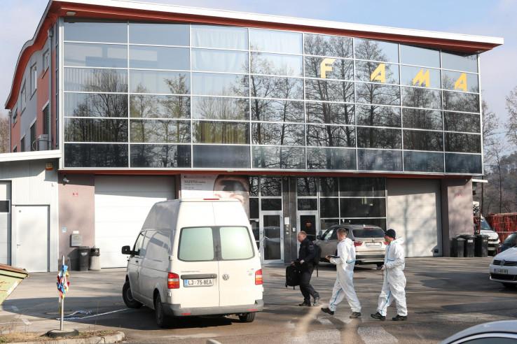 """Forenzičari ispred firme """"Fama"""" u Grosupkju"""