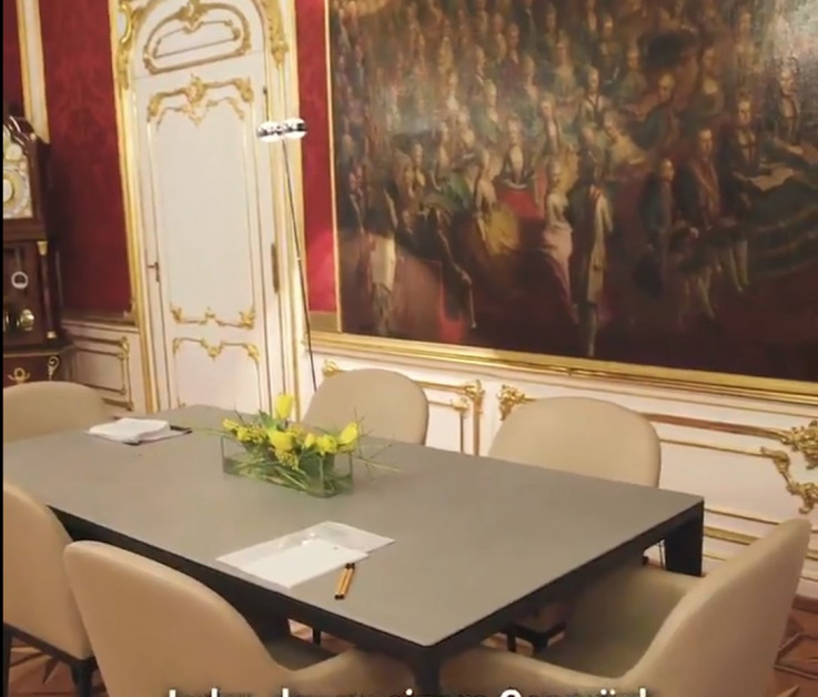 Sto za razgovore sa zvaničnicima u uredu austrijskog predsjednika