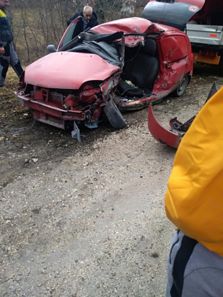 Smrskani Renault u kojem je bio nastradali